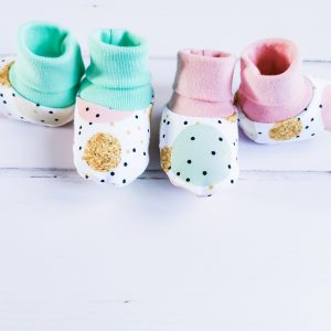 dots and circles baby booties main