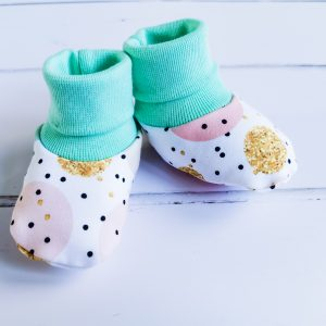 dots and circles baby booties 1